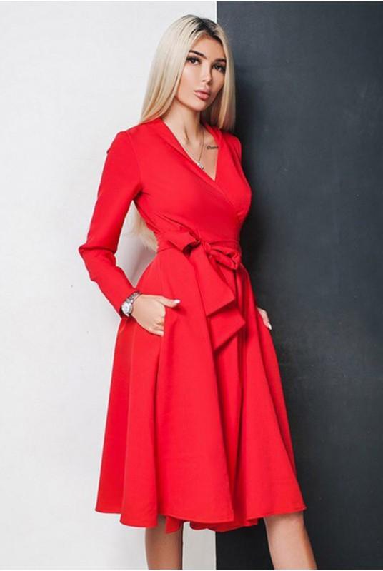 Красное платье фасона халат