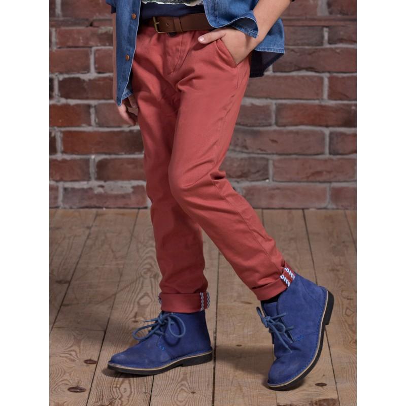 Красные джинсы с отворотами