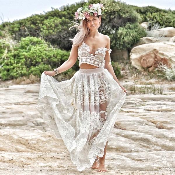 Красота полупрозрачного свадебного платья
