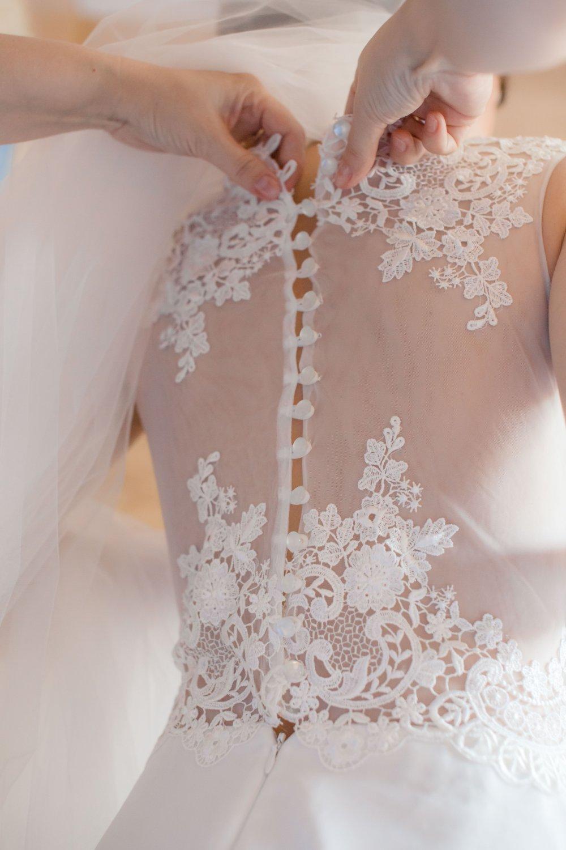 Кружевная спинка свадебного платья