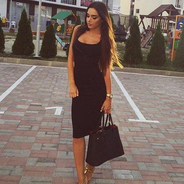 Майка как платье черного цвета