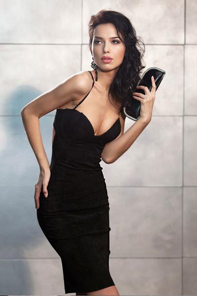 8fb10512a24 Маленькое черное платье футляр