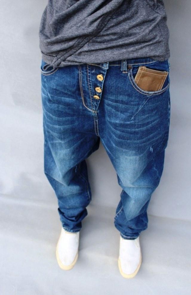 Модель джинсов