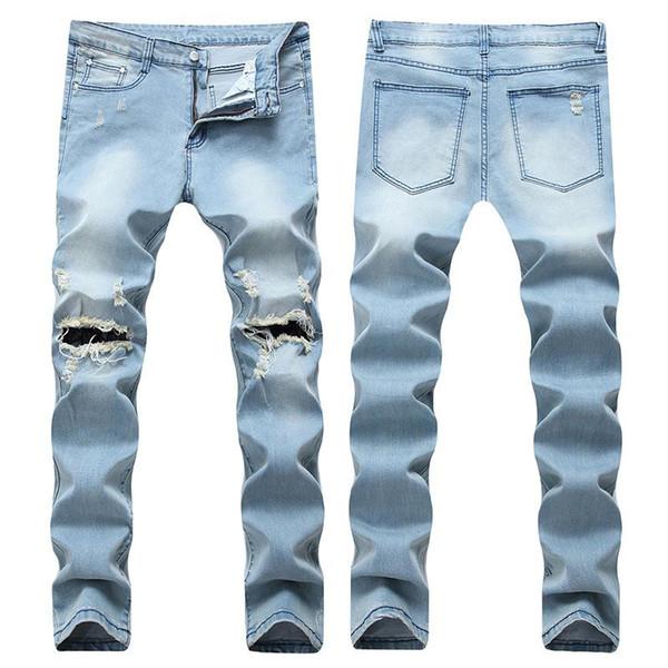 Модель светлых джинсов для мучжины