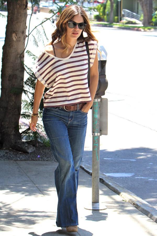 Модные женские джинсы буткат