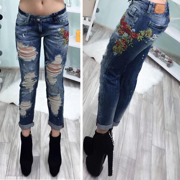 Модные женские джинсы-рванки с вышивкой
