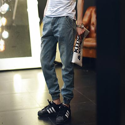 Мужские джинсы на манжете синий
