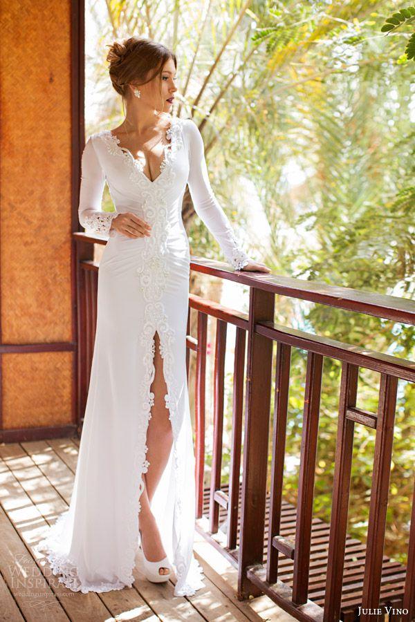 Невеста в прямом платье со шлейфом и разрезом
