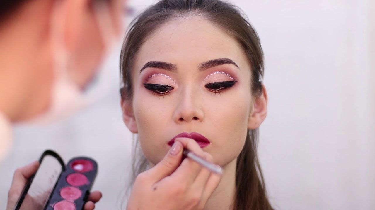 Нежно- розовый макияж