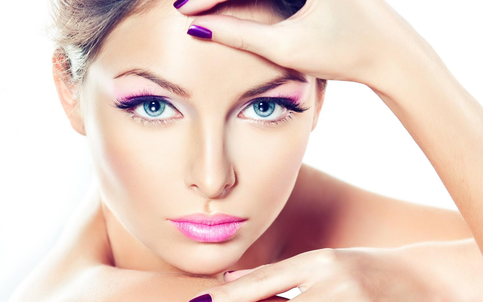 Нежный макияж в розовых оттенках