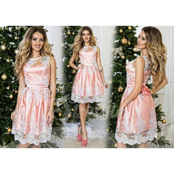 Нежный персиковый цвет платья