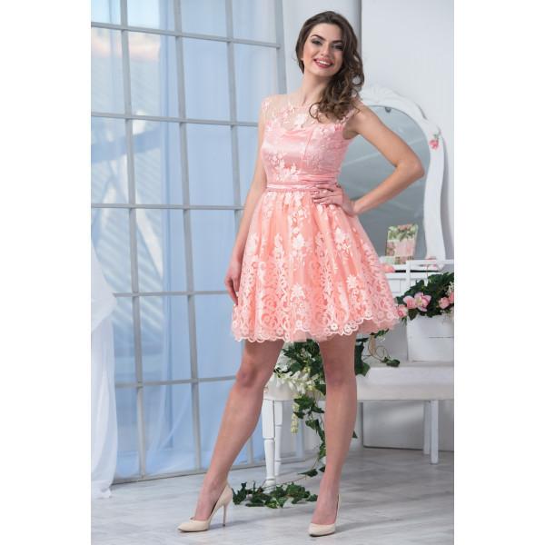 Нежный розовый цвет платья
