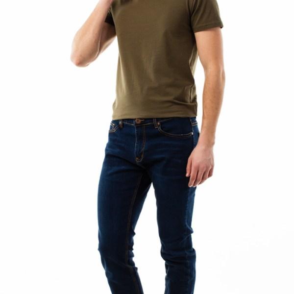 Облегающие современные джинсы для мужчины