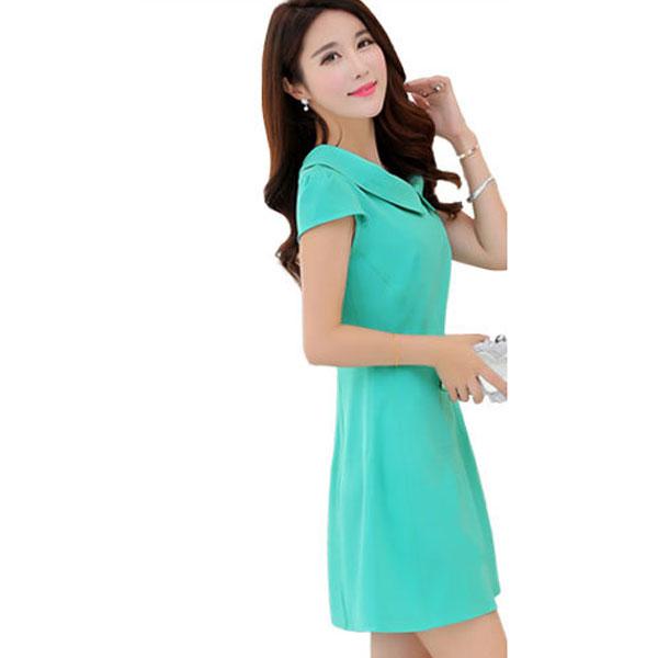 Очаровательное бирюзовое приталенное платье с круглым воротником и короткими рукавами