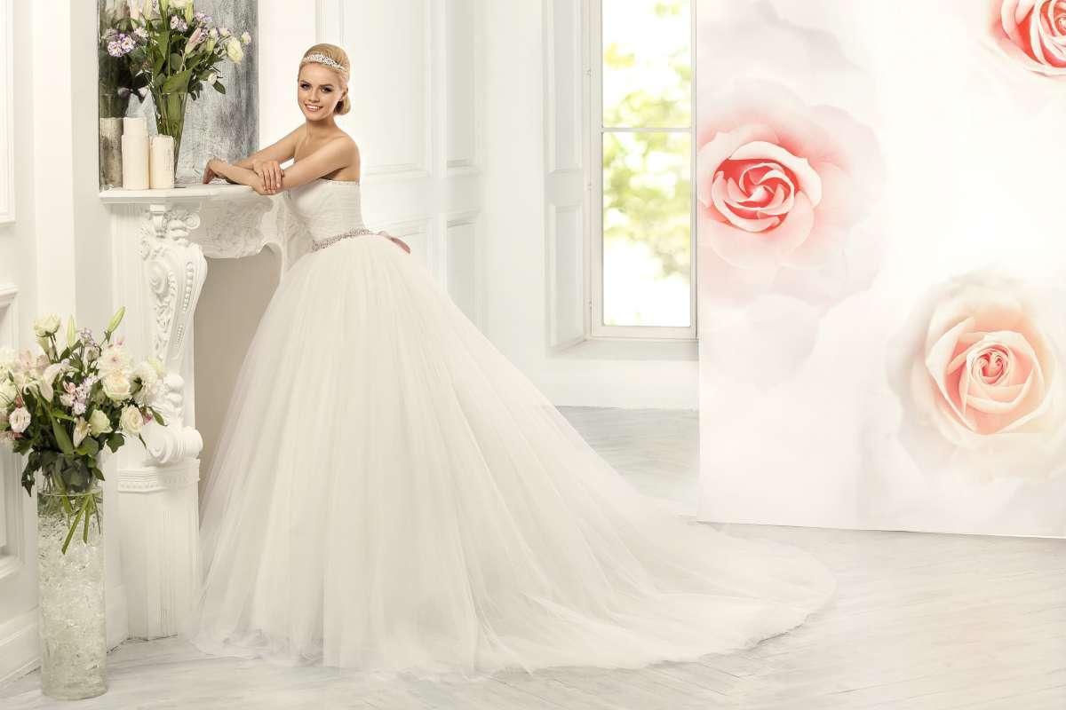 Очень пышные свадебные платья со шлейфом