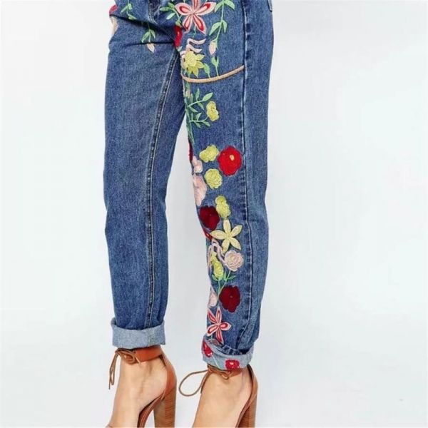 Оригинальные штаны с вышивкой