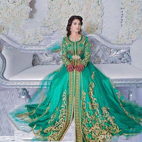 Оригинальный декор платья