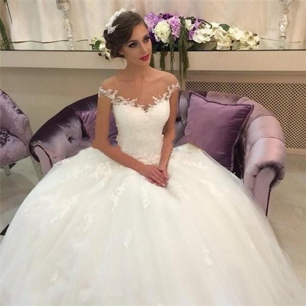 Открытая шея у невесты