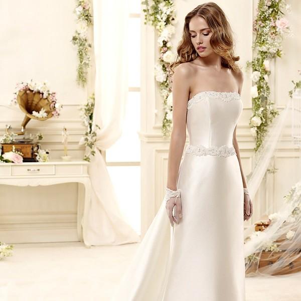 Открытое прямое платье для невесты