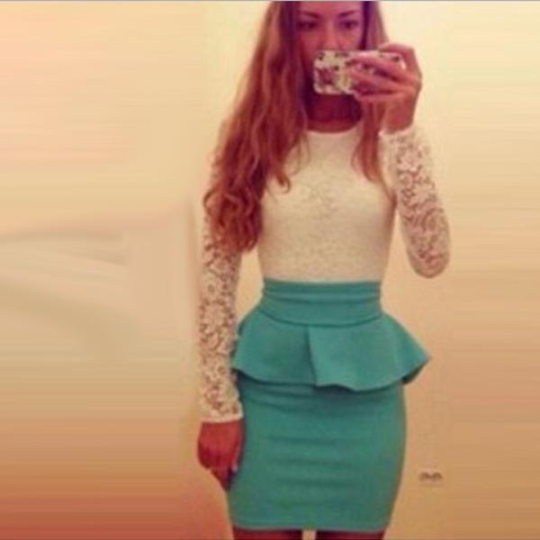 Платье с белым кружевным верхом