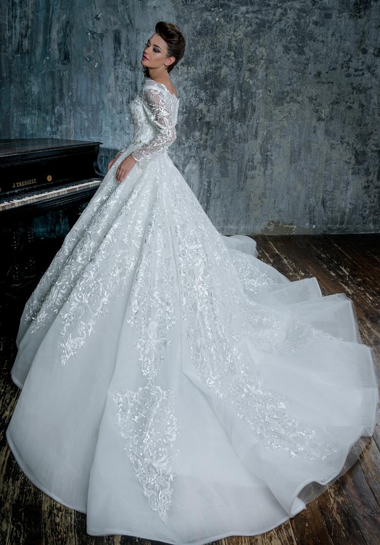 Платье с рукавом
