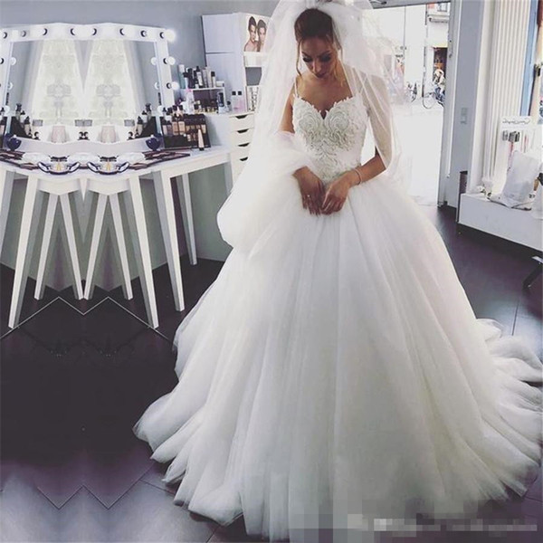 Платье в белом цвете для невесты