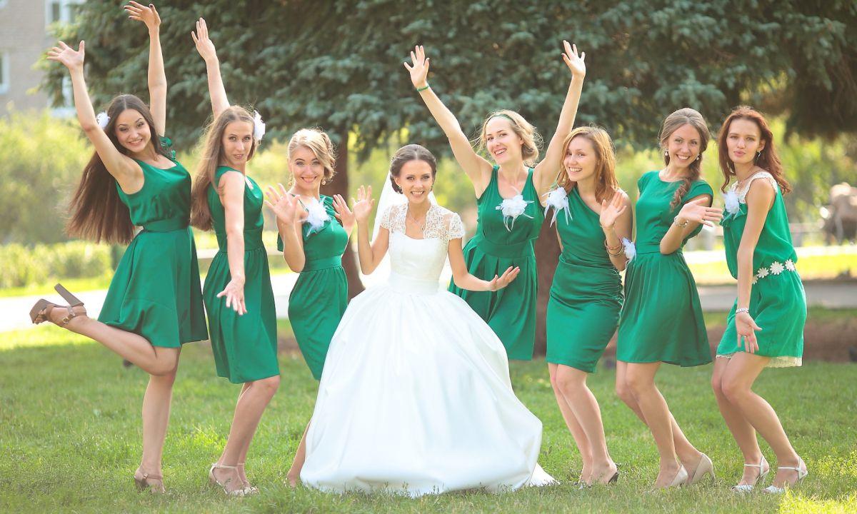 Платья для подруг невесты выбирать несложно