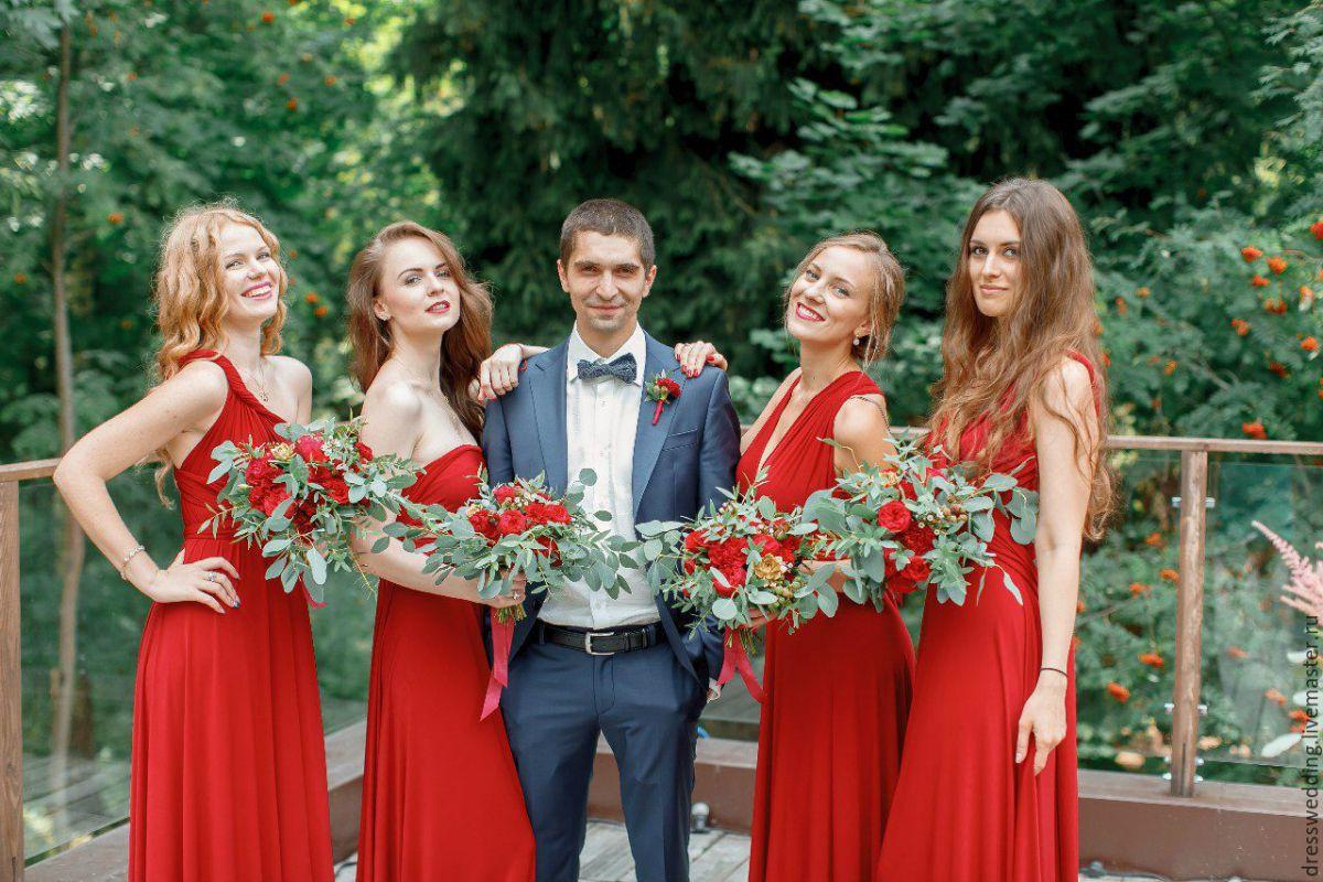Подружки невесты с женихом