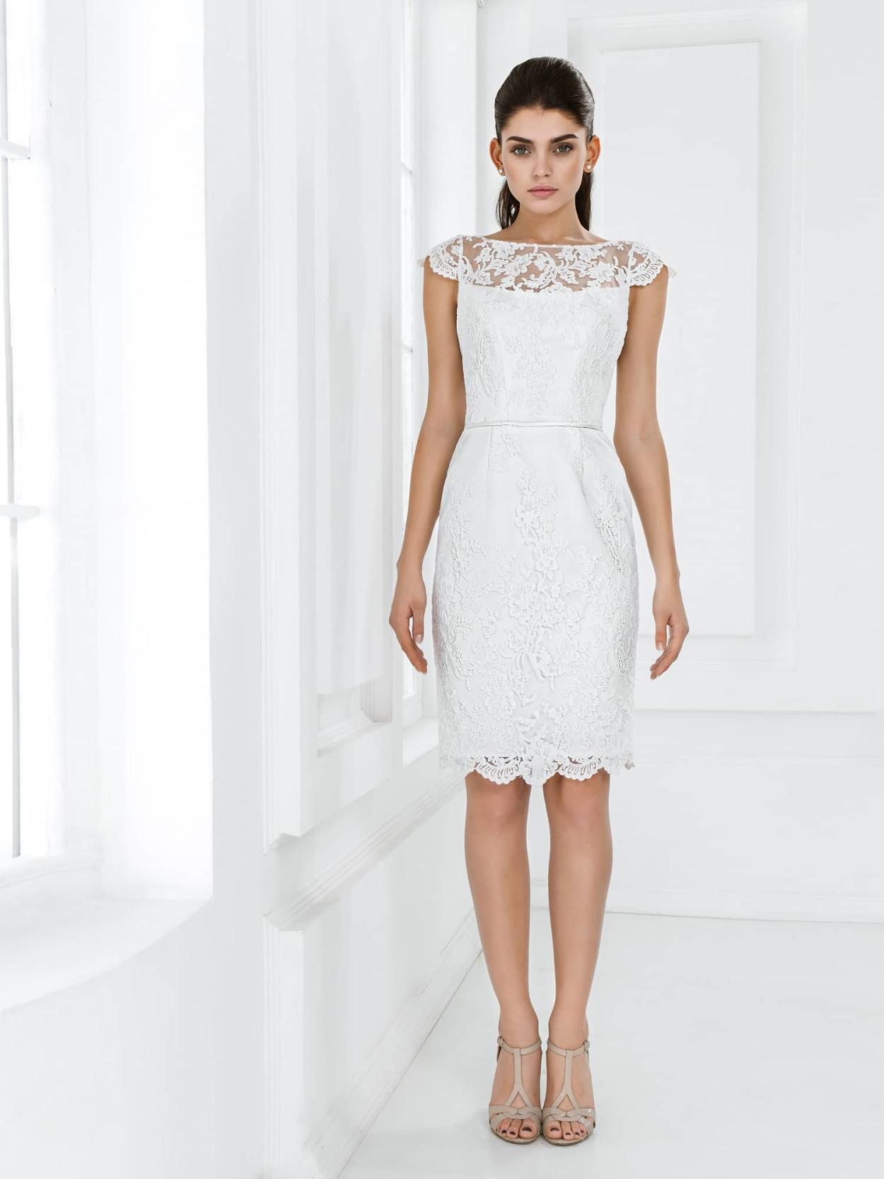 Полностью кружевное короткое свадебное платье футляр