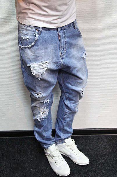 Потертости на джинсах