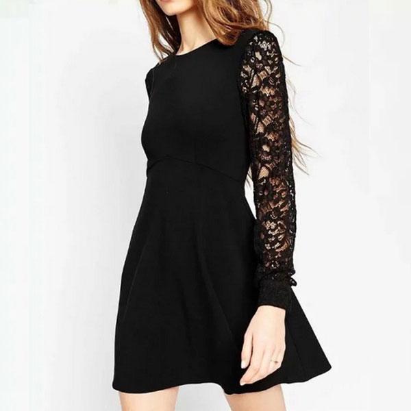 Прелестное черное платье А-силуэта с длинными кружевными рукавами
