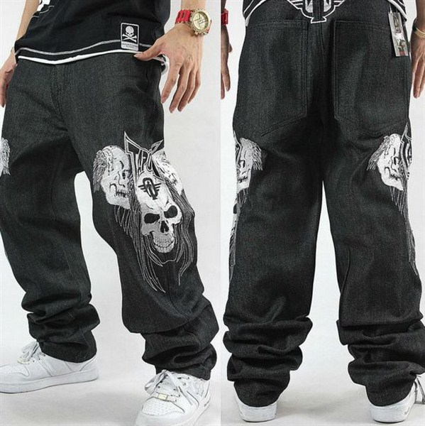 Принт на черных джинсах