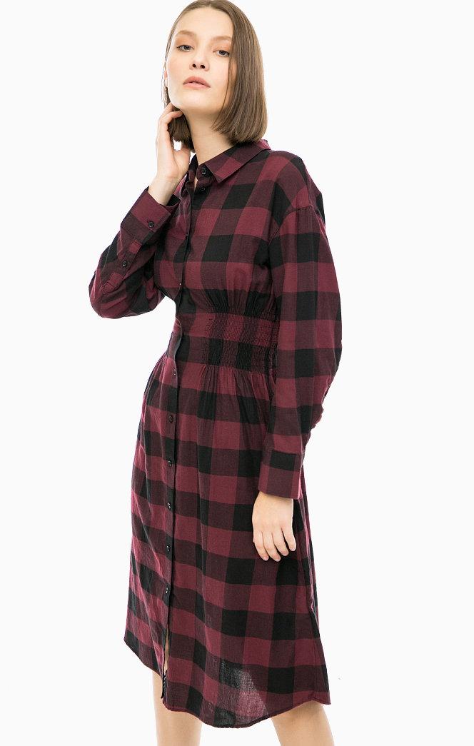 Приталенное платье-рубашка в клетку