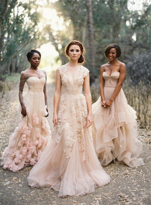 Приятный оттенок платья
