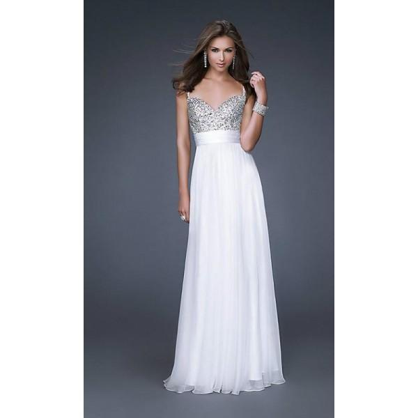 Прямое платье белого цвета