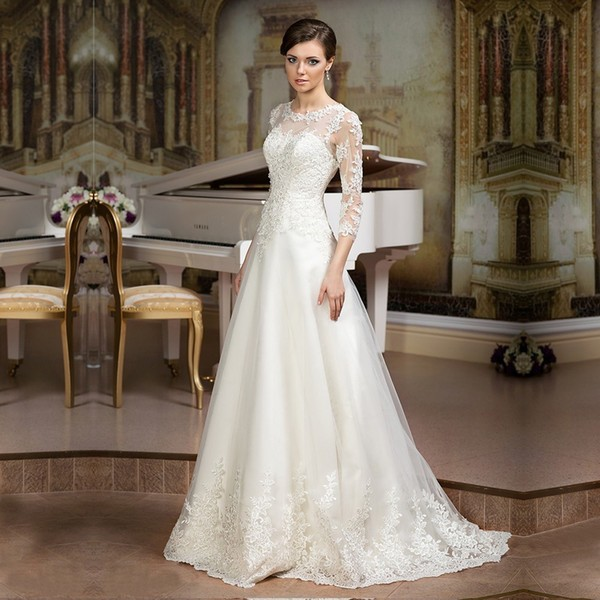 Прямое платье для свадьбы с рукавами