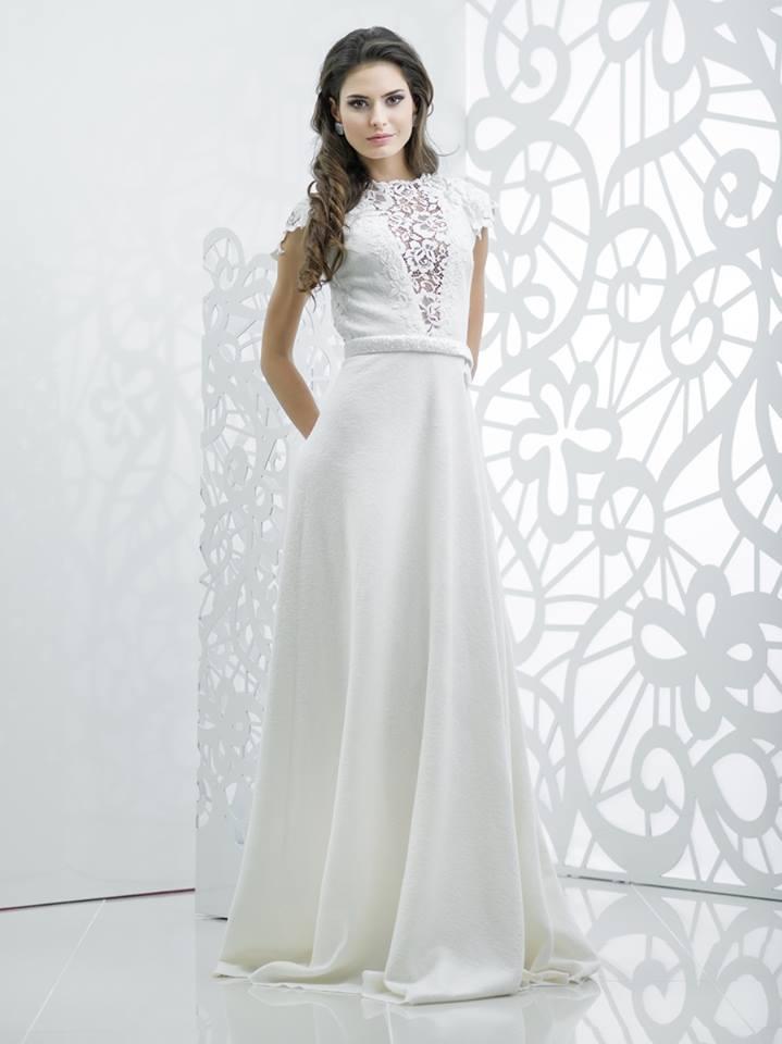 Прямое свадебное платье в пол