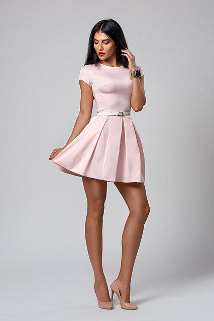 Пудровое короткое летнее платье