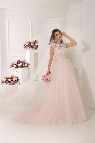 Пудровое свадебное платье с длинной фотой