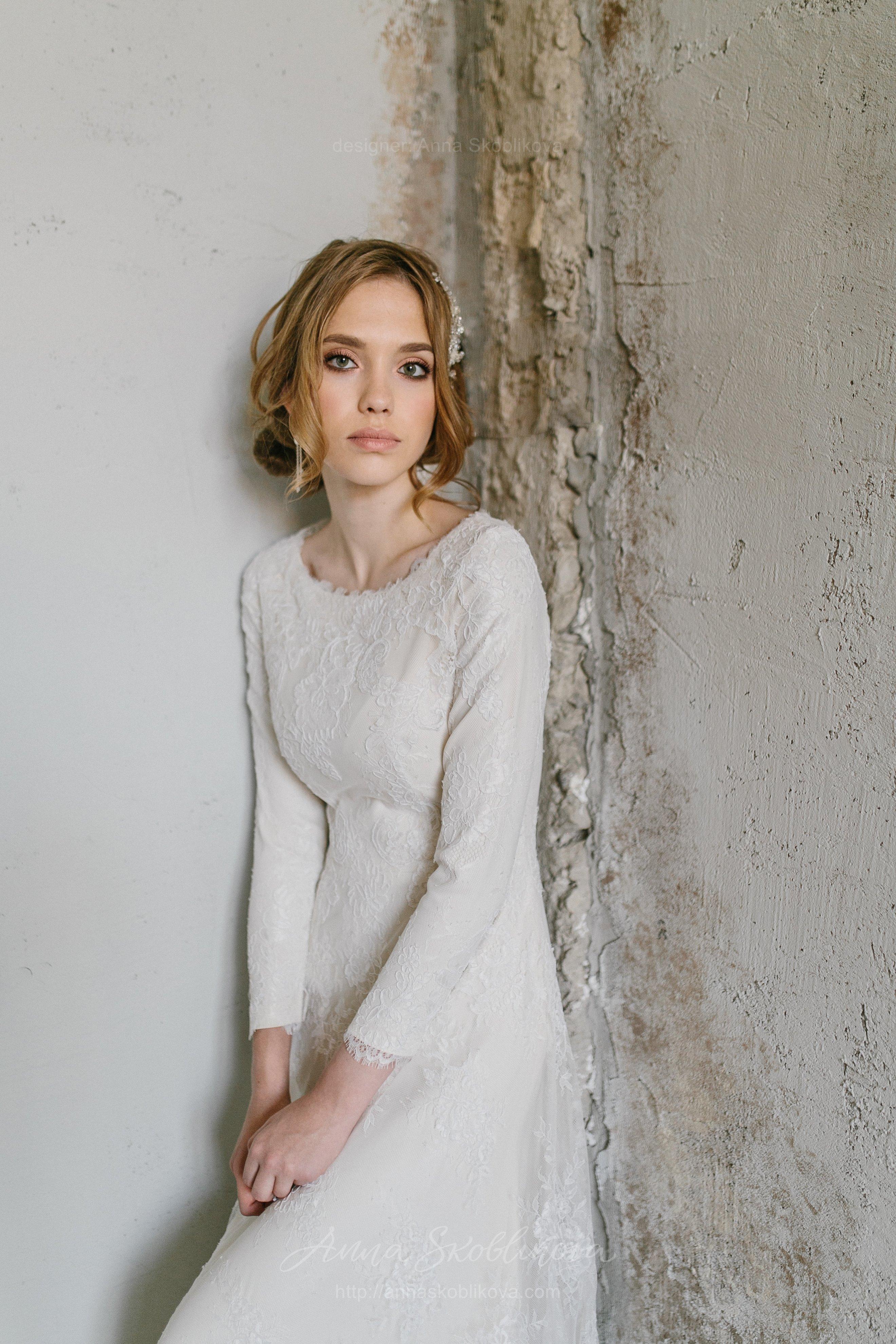 Роскошное зимнее свадебное платье из кружева c шелковой подкладкой