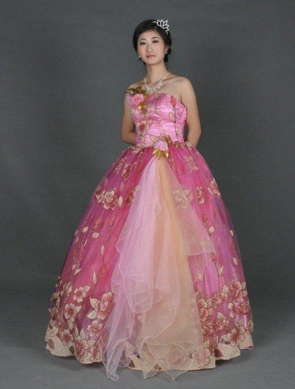 Розовое бальное платье в цветок