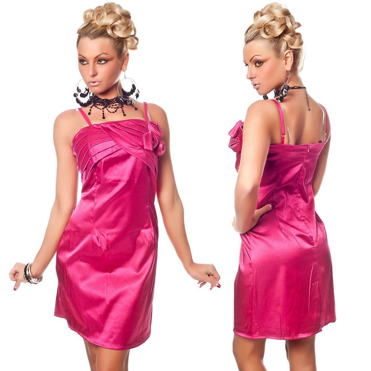 Розовое платье с розочками