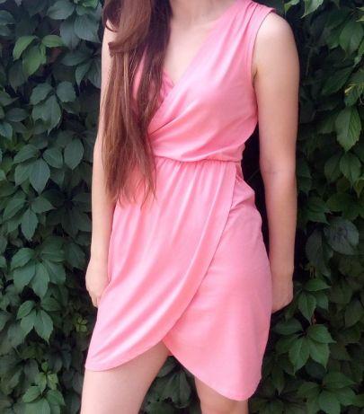 Розовое платье-тюльпан