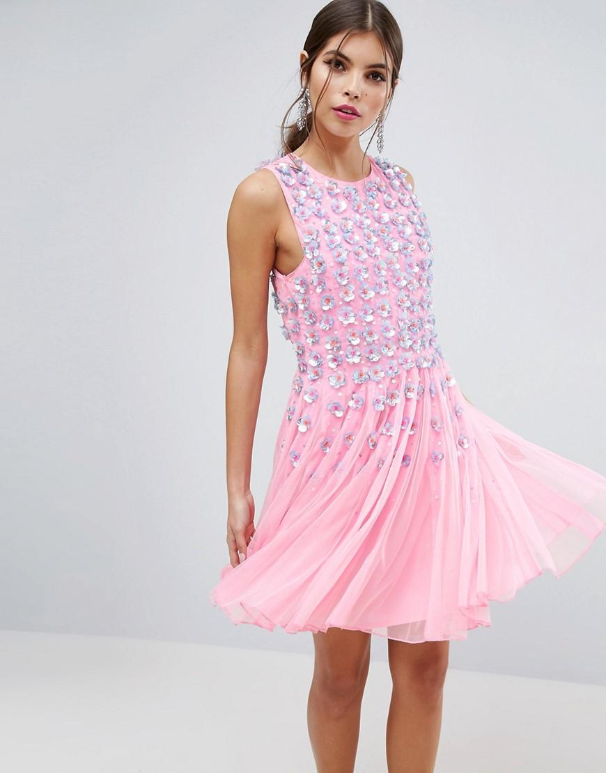 Розовое приталенное платье мини