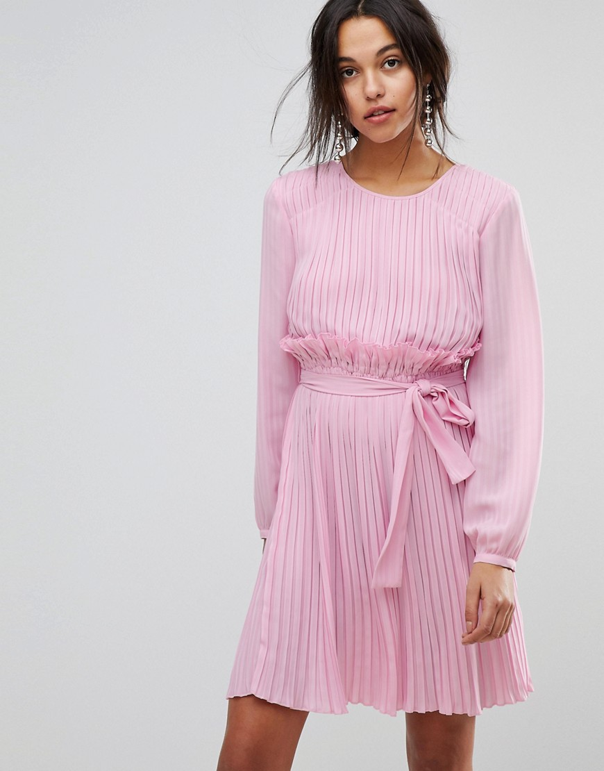 Розовый наряд