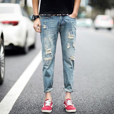 Рваная модель джинсов
