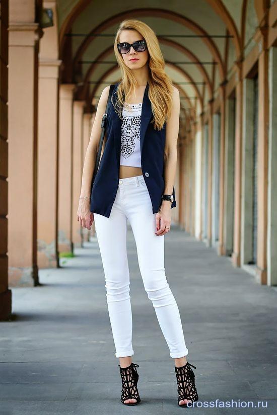 С чем носить белые джинсы советы