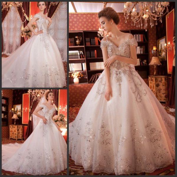 Шикарное платье с большой пышной юбкой