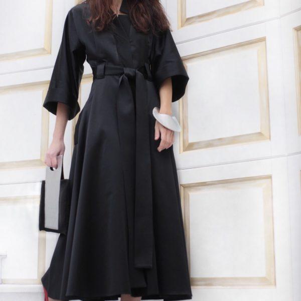Широкое чёрное платье