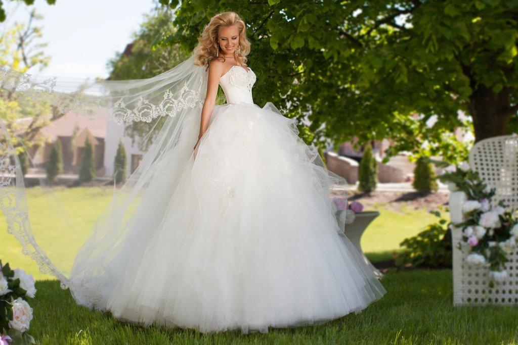 Самые шикарные и дорогие свадебные платья в мире